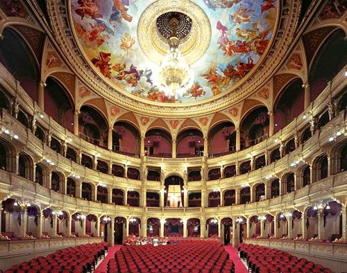 Nhà hát quốc gia ở Budapest, Hungary.
