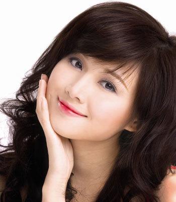 Hot girl Tâm Tít với son môi Miracle Apo Lip & Cheek Tint.