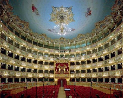 opera-house-blue-ceiling-and-red-seats-6  Nhà hát với nội thất tráng lệ opera house blue ceiling and red seats 665x527 112109 1368189185 500x0