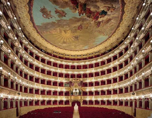 opera-house-red-and-gold-ceiling-665x518  Nhà hát với nội thất tráng lệ opera house red and gold ceiling 665x518 463648 1368189186 500x0