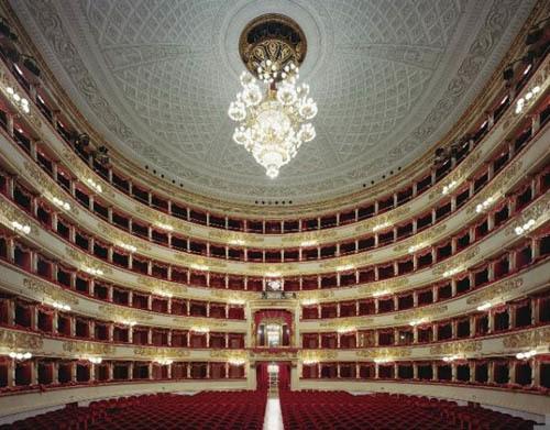 opera-house-white-ceiling-and-red-seats-  Nhà hát với nội thất tráng lệ opera house white ceiling and red seats 665x520 202700 1368189186 500x0