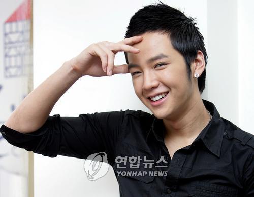 Jang Geun Suk xếp thứ 5 trong bảng bình chọn. Dù mới chỉ hoạt động được một thời gian ngắn nhưng ngôi sao xứ Hàn đã có một lượng fan đáng kể tại Trung Quốc.