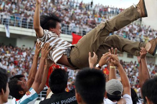 Kiên Giang giành chiến thắng trước TDC Bình Dương và cùng Xuân Thành Sài Gòn lên hạng mùa sau.