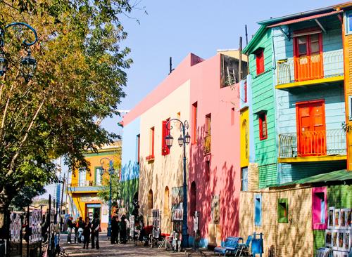 Những ngôi nhà ở La Boca có chiều cao gần như đều nhau.