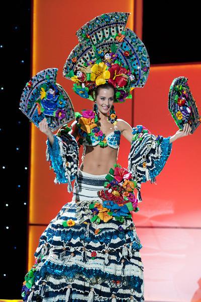 Đại diện Nicaragua và trang phục không thể cầu kỳ hơn.