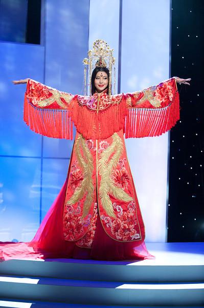 Luo Zilin, hoa hậu Trung Quốc trong sắc màu truyền thống.