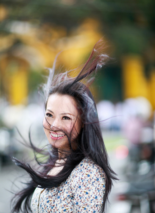 Từng tốt nghiệp trường múa VN ở Hà Nội, rồi sau đó lại vào Sài Gòn để trở thành giáo viên dạy múa của trường Sân khấu Điện ảnh TPHCM. Rồi bất ngờ rẽ sang hướng khác để kinh doanh&đến gần đây, Lê Hà bỏ lại tất cả để dấn thân vào nghiệp diễn bằng vai nữ chính đầu tiên trong đời rất nặng kí- nữ chiến sĩ công an Minh Thư trong phần 2 của seires phim từng rất nổi tiếng Biệt động Sài Gòn - với tên mới là Không chùn bước