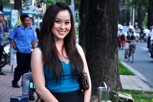 Thúy Nga khoe vẻ trẻ trung, xinh đẹp khi xuất hiện tại buổi họp báo của ca sĩ Nam Tuyên.
