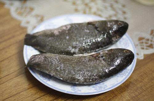 Bạn nên chọn cá rô ta, thịt chắc, béo không bị khô, nhạt như rô phi.