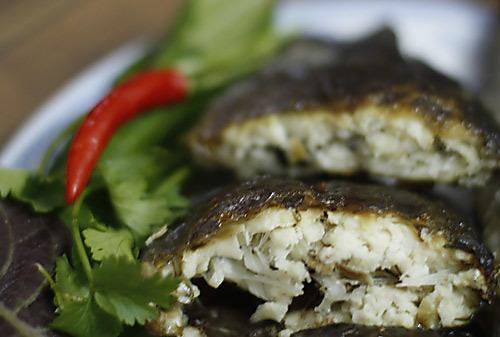 Thịt cá sau khi nướng trắng, da không bị cháy, ăn béo.