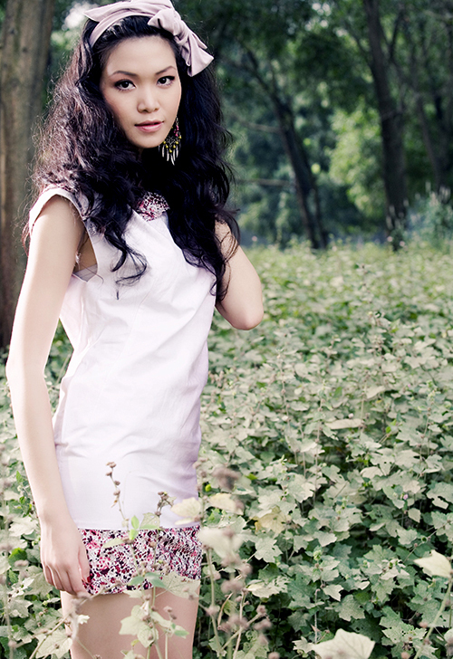 So với thời điểm đăng quang Hoa hậu Việt Nam 2008, người đẹp thể hiện rõ sự trưởng thành về mọi mặt. Cô được khen ngày càng xinh đẹp, đằm thắm hơn.