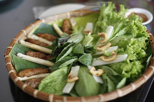 Nem lụi ở nhà hàng trên phố Phan Huy Ích.