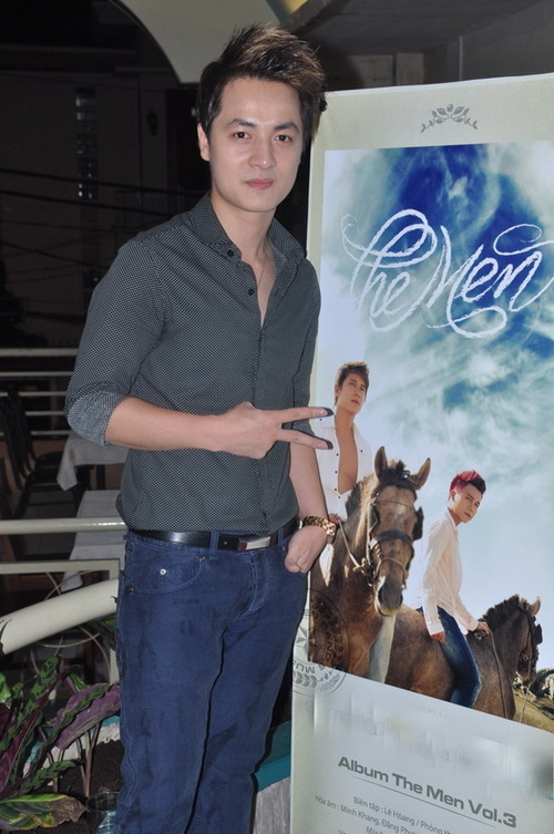 Ca sĩ Đăng Khôi có mặt trong buổi họp báo với vai trò là người đồng sản xuất album của nhóm The Men.
