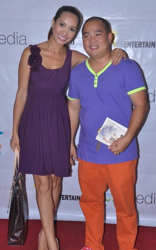 Vợ chồng cựu người mẫu Thúy Hạnh và nhạc sĩ Minh Khang tiếp tục sánh bước bên nhau đi tiệc.