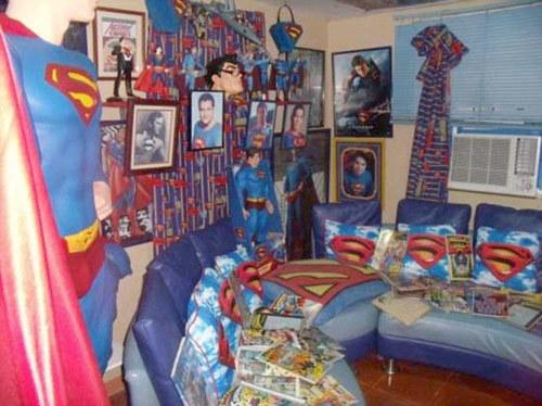Là fan cuồng của truyện tranh, người đàn ông này biến căn nhà của mình ở thành phố Calamba thành không gian trưng bày tất cả những đồ vật, hình ảnh hay vật dụng có hình 'người đàn ông thép'.