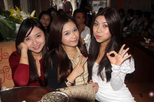 Huyền Trang, Miss phong cách của Miss Teen 2008, Sao Mai Hoàng Yến cũng có dịp tái ngộ. Cả hai cùng là thành viên của nhóm nhạc Dâu Tây