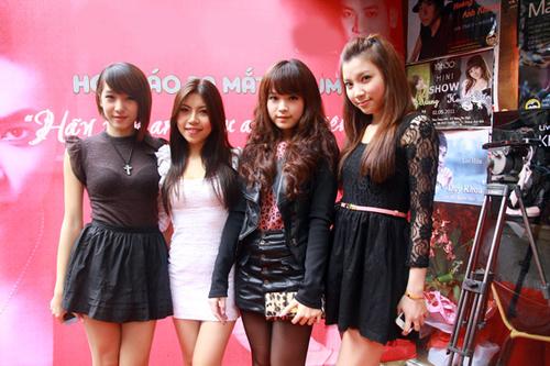 Ba hot girl Emily, Huyền Baby và Hạnh Sino xinh đẹp bên ca sĩ Thùy Trang.