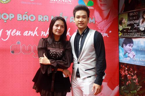 Từ khi kết hôn, ca sĩ Triệu Trang về sống hẳn ở Hà Nội. Chiều qua, cô tranh thủ tới dự buổi ra mắt sản phẩm mới của đàn em.