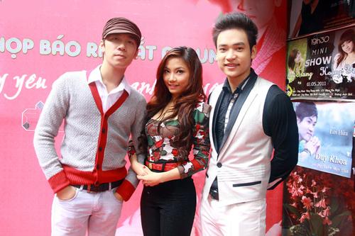 Lê Việt Anh, giải nhì dòng nhạc nhẹ của Sao Mai 2011 và ca sĩ Thu Hường chúc cho album của Duy Khoa thành công và được khán giả yêu mến.