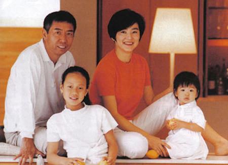 Gia đình Lâm Thanh Hà. Ảnh: Sina.