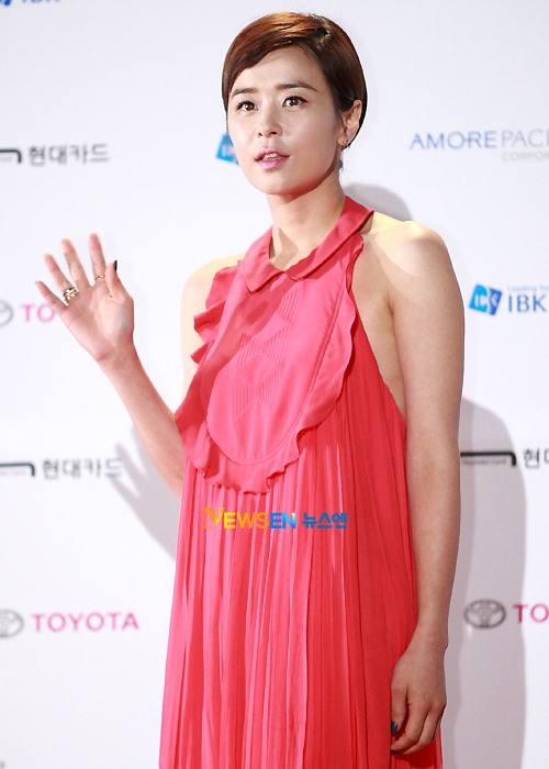 Sao Hàn khéo léo khoe vòng 1 đốt mắt người hâm mộ  11