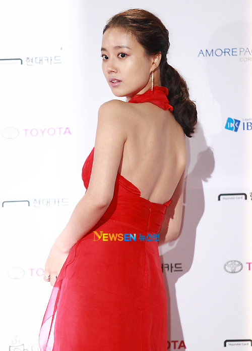 Sao Hàn khéo léo khoe vòng 1 đốt mắt người hâm mộ  9