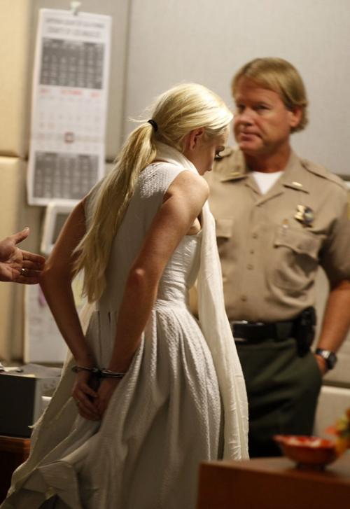 'Cô nàng rắc rối' bị còng tay ngay tại phiên tòa hôm 19/10