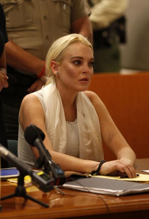 Hồi đầu năm nay, Lindsay Lohan đã bị phạt 360 giờ lao động công ích sau khi bị kết tội ăn trộm chiếc vòng cổ ở một cửa hàng bán đồ trang sức.