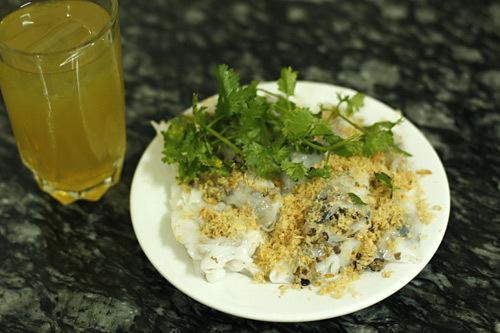 Bánh cuốn nhân thịt gà ở quán Thanh Vân ở Hàng Gà.