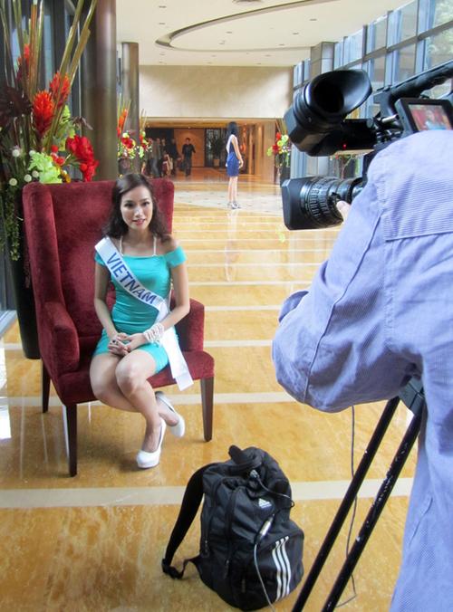 Trước đó, trong phần phỏng vấn nhanh, người đẹp đã rất tự tin khi giới thiệu về mình.