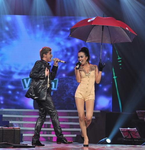 Sự trẻ trung là lợi thế của cặp đôi Noo Phước Thịnh và Ái Phương khi họ thể hiện liên khúc Umbrella  Singing in the rain. Cả 2 tỏ ra ngày càng hiểu ý nhau hơn trên sân khấu và được nhạc sĩ Đức Huy đánh giá là cặp đôi hoàn hảo nhất trong đêm về mọi mặt.