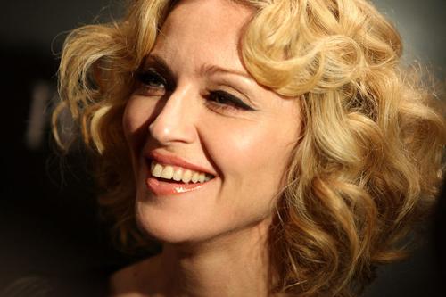 Madonna chịu đựng sự chỉ trích của Anthony khi không giúp đỡ anh trong lúc khó khăn.