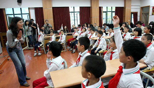 Students raise their hands to answer questions during a sex education class at a primary school affiliated with the Shanghai University of Science and Technology, Oct 24, 2011.