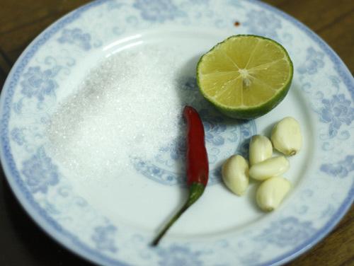 Một số nguyên liệu cho món cà muối xổi.