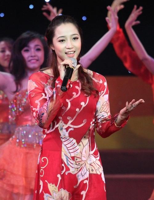 Vũ Thùy Linh tại Lễ xuất quân của đoàn thể thao Việt Nam tối qua 30/10 tại Nhà hát lớn Hà Nội. Ảnh: Ngọc Quân