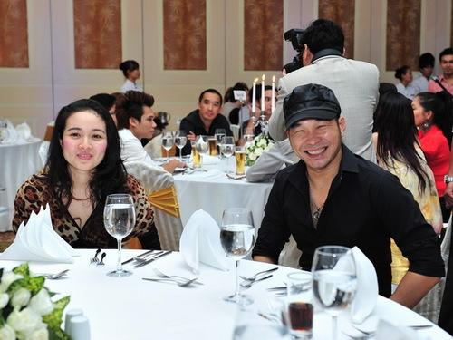 Vợ chồng ca sĩ Anh Tuấn, thành viên nhóm MTV.