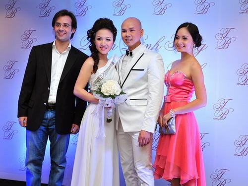 Diễn viên Lan Phương của phim Cô gái xấu xí từng tham gia đóng minh họa video clip cho Phan Đinh Tùng. Hôm qua, cô diện váy màu hồng nổi bật.