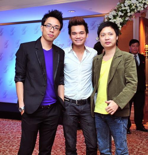 Nhạc sĩ Nguyễn Hồng Thuận là người sáng tác cho Phan Đinh Tùng nhiều bài hit và được nam ca sĩ coi như người anh kết nghĩa. Bên cạnh Nguyễn Hồng Thuận là nhạc sĩ Khắc Việt và nhạc sĩ Nguyễn Hải Phong.