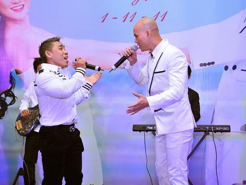 Lực sĩ Phạm Văn Mách là bạn thân của Phan Đinh Tùng. Anh song ca cùng chú rể tương lai ca khúc Hello thay cho lời chúc mừng.