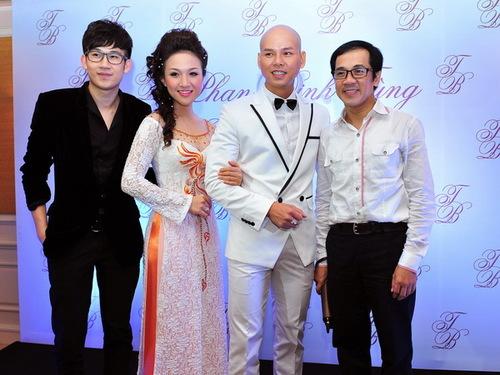 NSƯT Thành Lộc và ca sĩ Dương Triệu Vũ chúc mừng Phan Đinh Tùng  Thái Ngọc Bích.