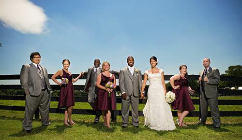 Nhiều cặp đôi muốn tổ chức tiệc cưới cùng bạn bè theo phong cách hiện đại. Ảnh: Hallgen.