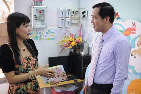 Tranh thủ cơ hội, Quỳnh Giang còn nhờ Tiến sĩ tâm lý Huỳnh Văn Sơn tư vấn các giải pháp thúc đẩy phát triển trí tuệ của con.