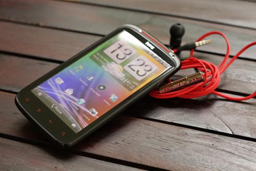 Máy bán ra thị trường Việt Nam trong tháng này, hiện HTC chưa công bố giá.