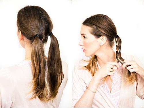 Chia tóc làm hai phần, dùng dây thun buộc cố định tóc lại. Với mỗi bên, bạn lần lượt tết tóc lại.
