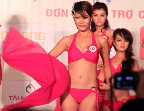 Phan Thị Hoài Anh, cao 1m73.5, số đo 3 vòng: 88-66-91. Cô đang là sinh viên trường Đại học Sư phạm Thể dục Thể thao Hà Nội.