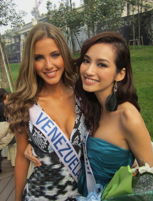 Trúc Diễm và người đẹp Venezuela đang là những ứng viên của ngôi vị Hoa hậu Quốc tế năm nay.