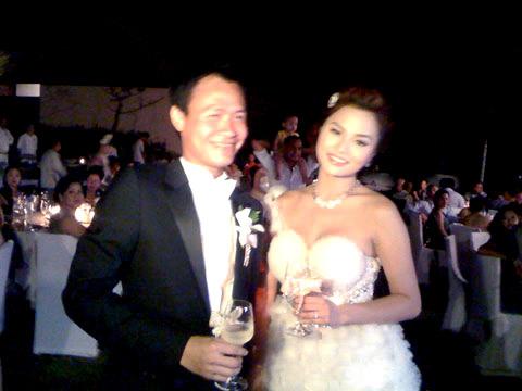 Cô dâu Vũ Thu Phương rạng rỡ trong ngày cưới.