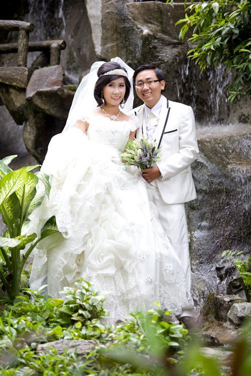 Bộ ảnh 'Tình yêu đầu tiên' chụp tại Thảo Cầm Viên.