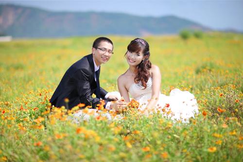 Khung cảnh đẹp sẽ khiến cả nhiếp ảnh gia và hai bạn cảm thấy thích thú với việc chụp ảnh. Bộ ảnh 'Khoảnh khắc vĩnh cửu' được thực hiện tại nhiều cảnh đẹp của Nghệ An.