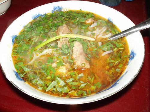 Tô bánh canh cá lóc đặc trưng của người miền Trung